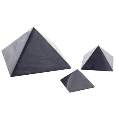 Šungitová pyramida 8 x 8 cm leštěná